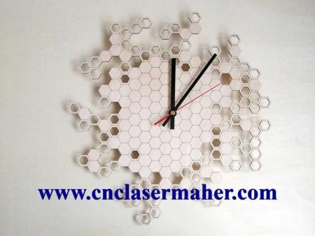 1086saathoneycomb 450x338 - ساعت چوبی دیواری اتاق کودککندوی زنبور عسل طرح لیزر رایگان 1086