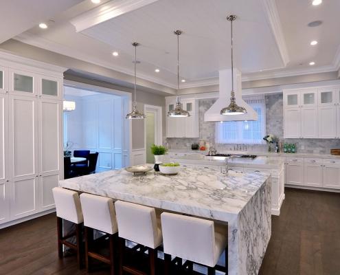 نکاتی در مورد تزئین یک آشپزخانه سفید با طراح برتر ونسا دلون
